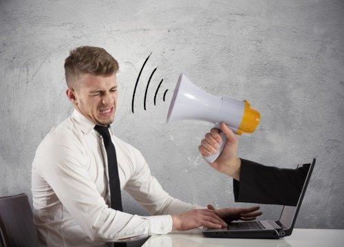 Неисправность кулера в блоке питания может стать причиной  шума