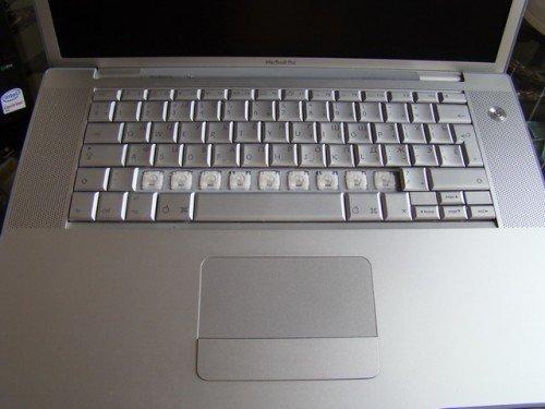 Клавиатура с частью снятых кнопок