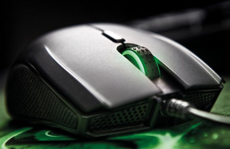 Компьютерная мышь чёрного цвета