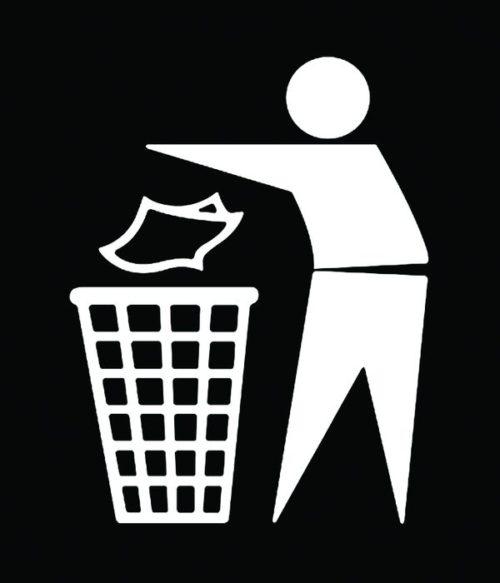Человек выбрасывает мусор в корзину