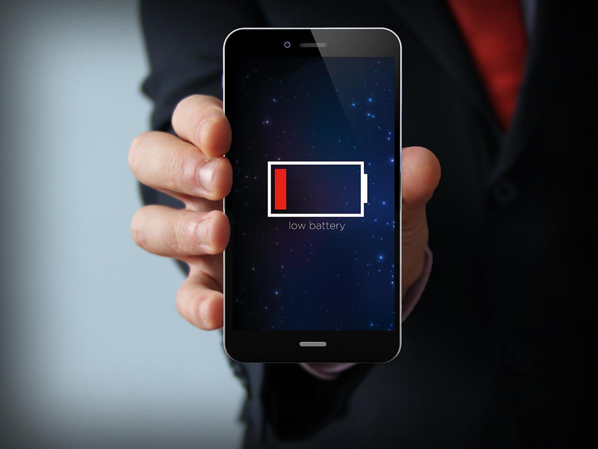 Почему телефон полностью не включается