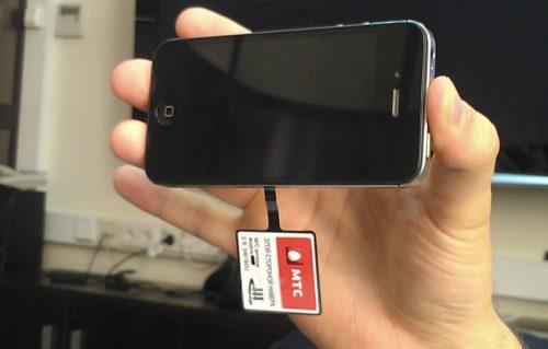 Собранный смартфон с NFC-антенной