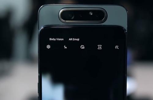 Камера смартфона Galaxy A80 выдвигается при аквировании селфи-съёмки