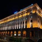 Фото здания — ночная съёмка Galaxy A80