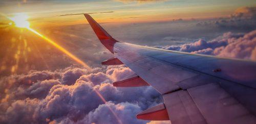 Самолёт и облака
