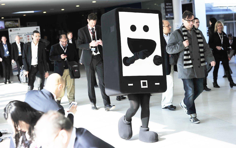 человек в костюме телефона