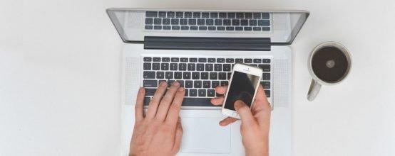 Ноутбук и телефон
